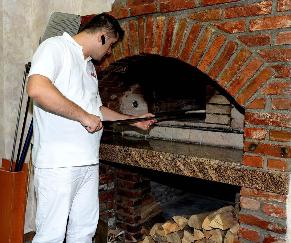 Cuptor pe lemne, pizzeria Arena Braila